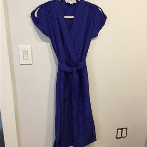 Silk dress with cap sleeve and tie